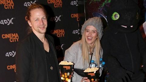 """Tomáš Klus s manželkou Tamarou a dětmi vyrazili na animovaný film. """"Bojím se,..."""