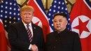 Donald Trump a Kim Čong-un během setkání ve Vietnamu