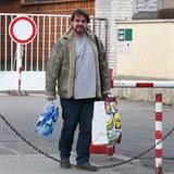 Vzal si tašky i flašky a opustil nemocnici.