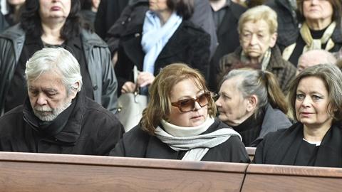 Sestry Šafránkovy a Josef Abrhám na pohřbu Stanislava Zindulky.