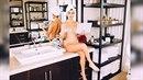 Kourtney Kardashian ráda sedí nahá v umyvadle s notebookem