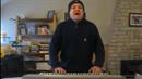 Chlápek z Tourettovým syndromem zpívá Bohemian Rhapsody