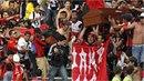 Fanoušci v Kolumbii vzali na zastřeleného kamaráda na poslední zápas v rakvi.