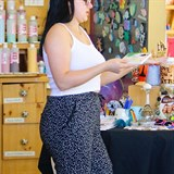 Ariel Winter channels her inner artist at Color Me Mine