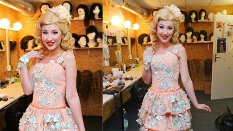 Natálie Grossová v nové roli čarodějky Glindy.