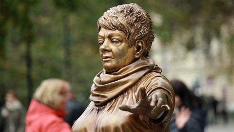 Nepovedená socha Věry Špinarové