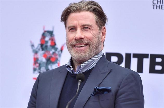 John Travolta se vyfotí i bez paruky