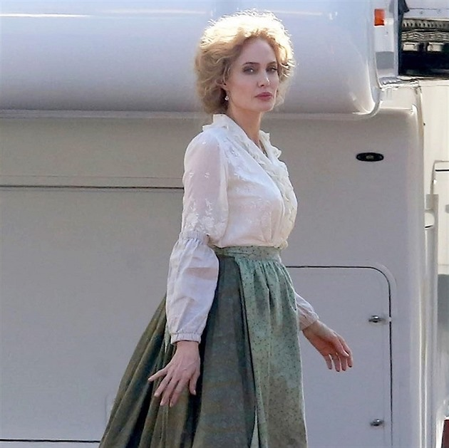 Angelina nosí paruky ve filmech i ve skutečnosti