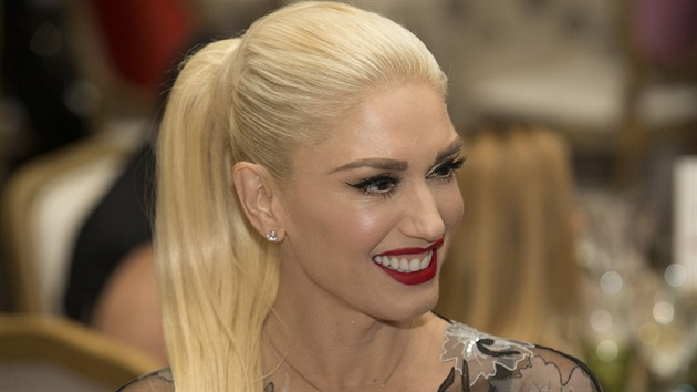 Gwen má vlasy hodně zničené