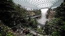 Hlavní budova singapurského letiště Changi je kombinací obří džungle či...