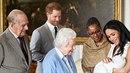 Meghan Markle s princem Harrym a synem Archiem Harrisononem na návštěvě u...