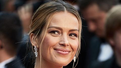 Petra Němcová předvedla v Cannes nejen udržitelnou módu, ale také hluboký...