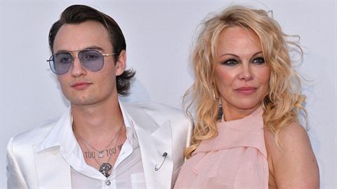Pamela se v Cannes pochlubila synem Brandonem. Ten ze slavné matky zdědil to...