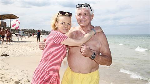 Jiří je rád, že má svou ženu konečně u sebe. A mohli zajít k moři.