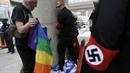 Poklidnou akci LGBT v Detroitu narušili stoupenci extremistických hnutí, kteří...
