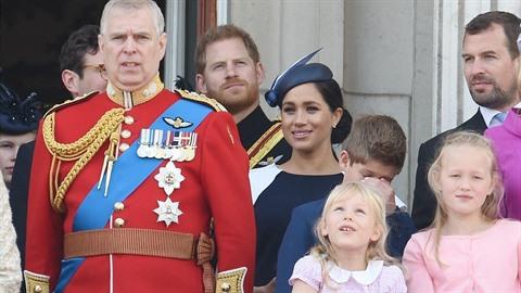 Princ Harry a Meghan během přehlídky.
