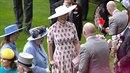 Královna Alžběta se královsky pobavila trikem, který předvedl Mike Tindall.