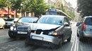 Mladíci v kabrioletu způsobili dopravní nehodu, jejíž aktérem se stal i...