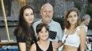 Iva Kubelková s celou svou rodinou.