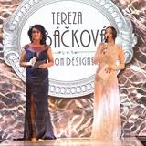 Adéla Jelínková s maminkou.