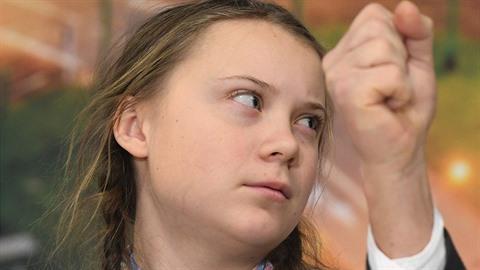 Švédská aktivistka Greta Thunberg, kterou po světě vozí její otec Svante. Ten...