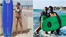 Agáta Prachařová už zase surfuje v Izraeli. Učí ji tenhle krasavec.