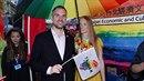 Zdeněk Hřib se svou manželkou na Prague Pride.