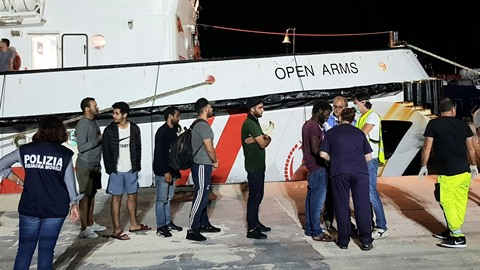 Migranti prý byli nezletilí a nemocní...