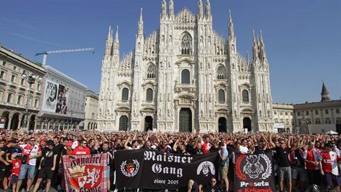 Do Milána dorazily tři tisícovky slávistických fanoušků.