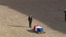 Prezident Macron se loučil se zesnulým prezidentem Chiracem.