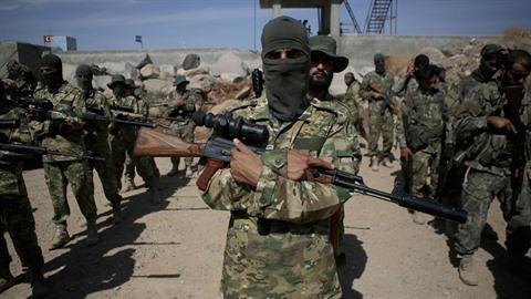 Turecká invaze do Sýrie začala.