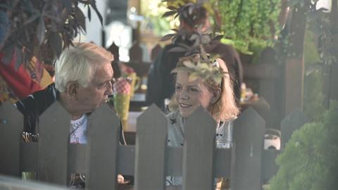 Hanka Krampolová je venku z Bohnic. S manželem vyrazili na oběd.