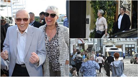 Vdova po slavném zpěvákovi se vedla za ruku s pohledným mužem.