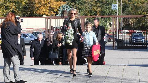 Jako první přišli do Strašnic rodina a pozůstalí Petra Vlasáka (†45) v čele s...