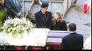 Úplně poslední rozloučení s Karlem Gottem proběhlo jen za účasti dcer a vdovy...