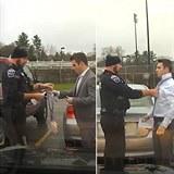 Policie pomáhá a chrání.