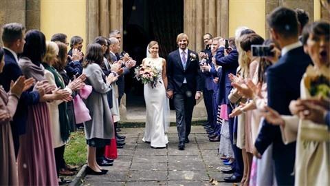Adam Vojtěch se oženil s dlouholetou partnerkou Olgou.