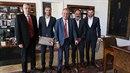 Miloš Zeman se sešel se zástupci pražské Slavie a poblahopřál jim ke skvělé...