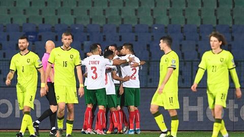 Premiéra v nových dresech dopadla zle. Fotbalistů v zeleném prohráli v...