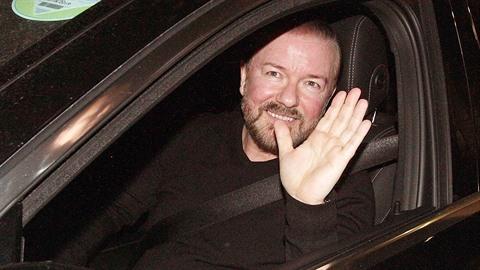 Ricky Gervais si přijetí v Kongresovém centru Praha užíval.