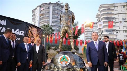 V Turecko odhalili Josefu Šuralovi sochu.