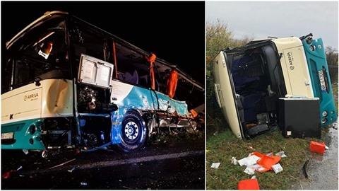 Podle experta návěs kamionu autobus doslova roztrhl.