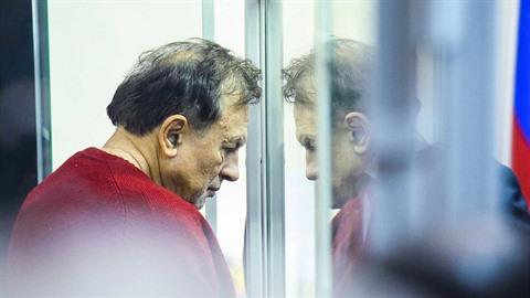 Profesor historie Oleg Sokolov zavraždil svou milenku a studentku Anastázii...