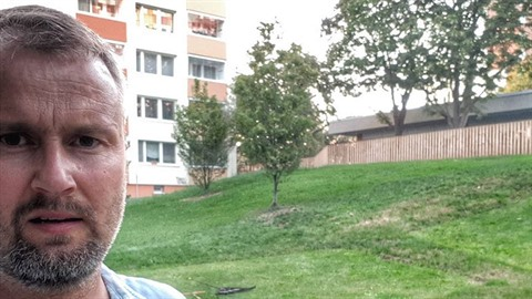 Trávníkář Tomáš Šena se z vlastní iniciativy rozhodl zachránit pomník Františka...
