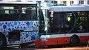 Na Chodově se srazily dva linkové autobusy.