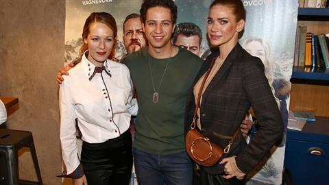 Milan Peroutka s Andrejou Verešovou na premiéře filmu Špindl 2.