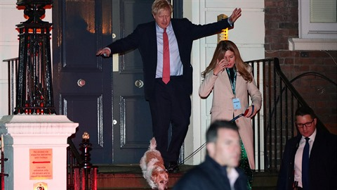 Boris Johnson je jasným vítězem britských voleb. A to by bylo, aby se kolem něj...