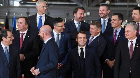 Andrej Babiš se při focení v Bruselu dobře bavil s ostatními lídry.