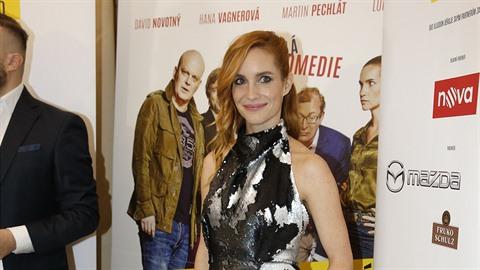 Hana Vagnerova s kolegy na premiéře filmu Případ mrtvého nebožtíka, kde hraje...