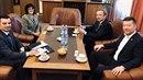 Tomio Okamura se proměnil v diplomata a jedná o světovém míru.